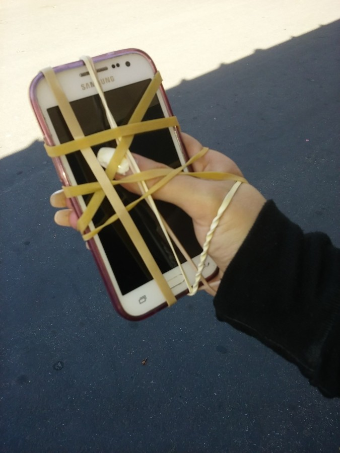 The phone is becoming a part of every student's hand. (Carlos Sandoval/Liontales)