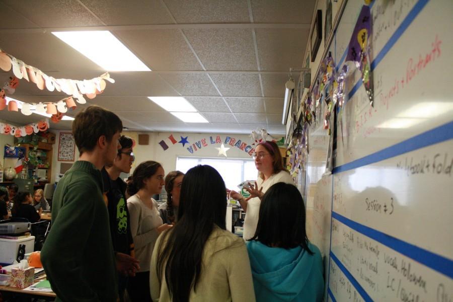 Ms. Anne-Elise Barbu instructs  French students. ( F. Ramirez / Lion Tales )