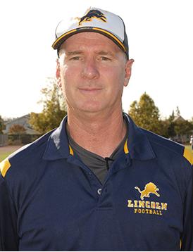 El entrenador Kevin Collins de la preparatoria Lincoln  gana el premio Charlie Wedemeyer Entrenador del año 2015