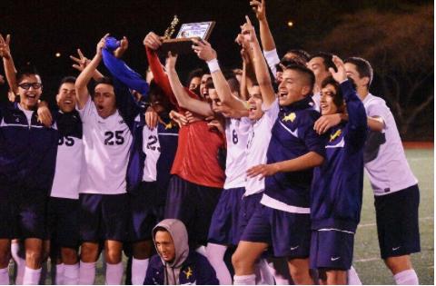 El Equipo de Fútbol Masculino: El primer campeonato CCS de Lincoln