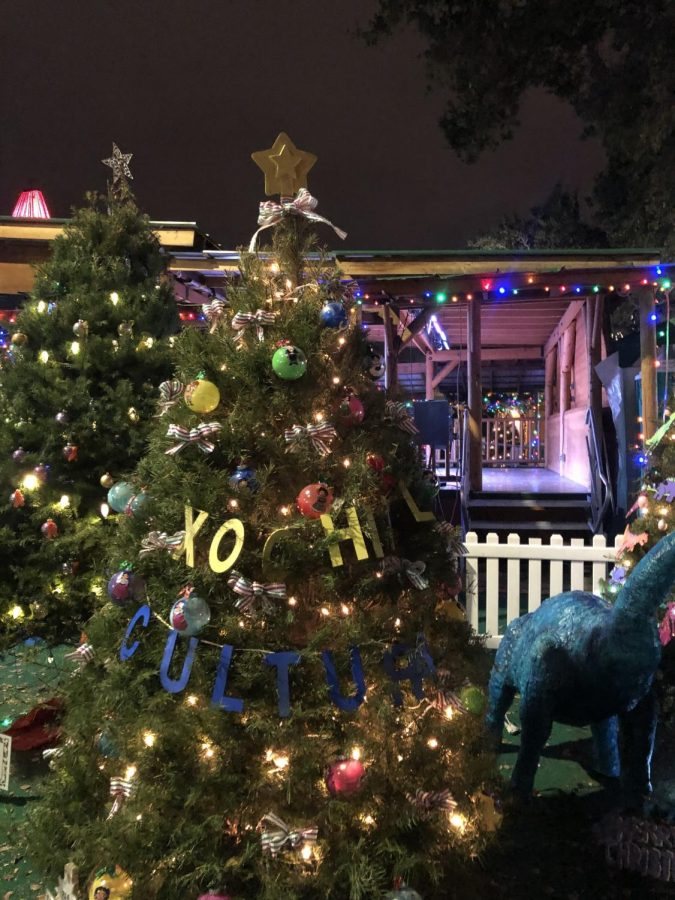 November 27th, 2018. Lincoln's Xochitl Cultural folkloric team Christmas Tree located in Christmas in the Park. (Elisa Delgado / Lincoln Lion Tales)