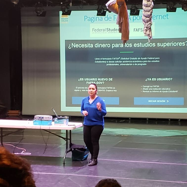 A Spanish presentation was held in the Black Box Theater discussing the process of applying for Financial Aid.