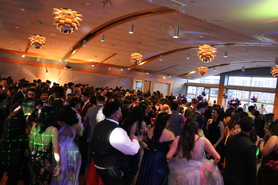 Prom+2019+at+the+Rotary+Summit+Center.+%28Jeffrey+Nisihura%2F+Lincoln+lion+Tails+%29+