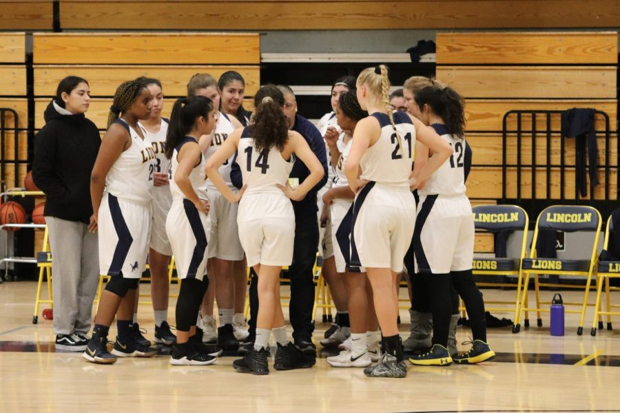 Girls+varsity+basketball+team+huddling+up.+Located+at+the+Lincoln+Gym+%28Isaiah+Sedano%29.
