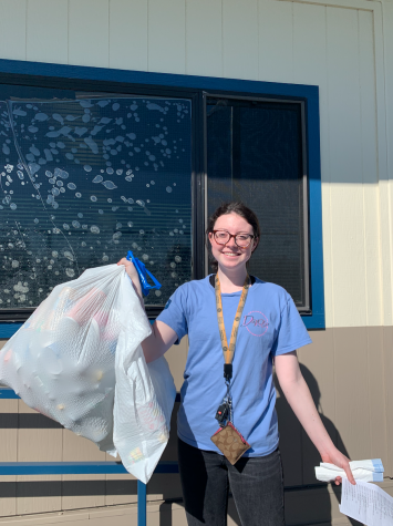 Isabella Story recycling at Lincoln High School (Lion Tales/Angela Chan)